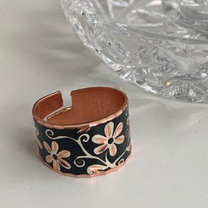 Diamond cut copper ring with flower details